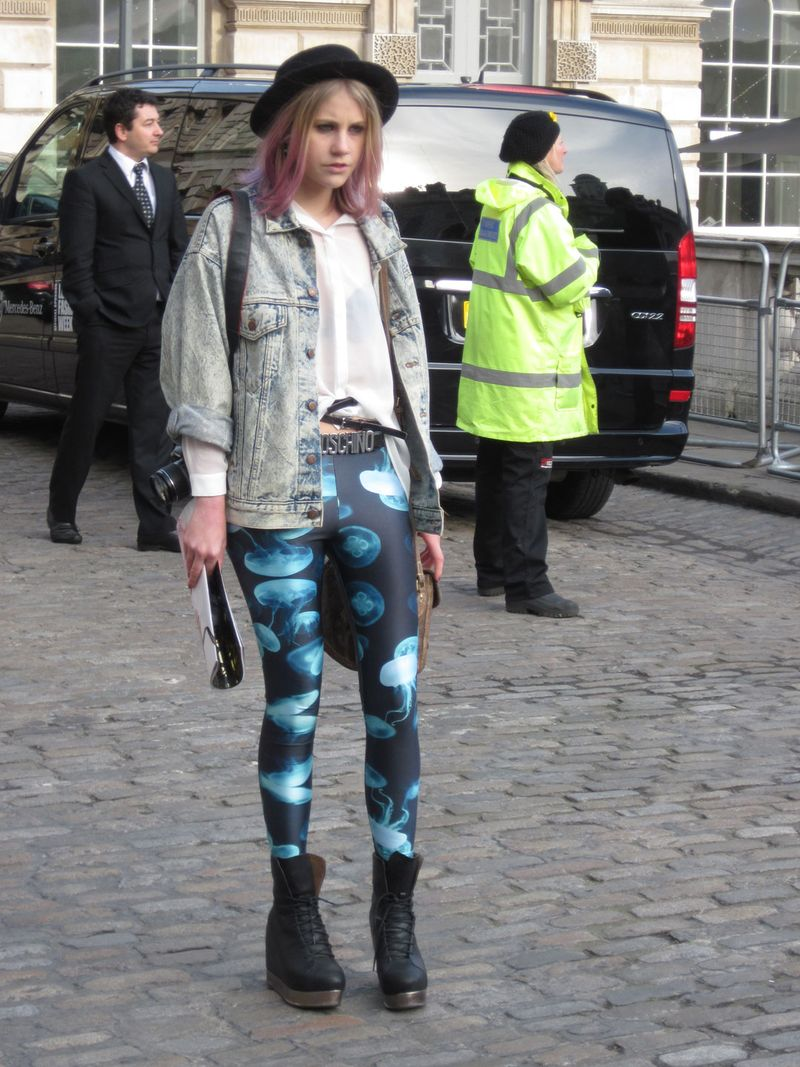 PINK-HAIR-BLUE-TIGHTS